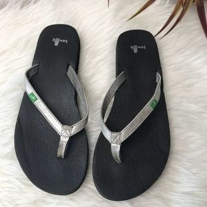 Sanuk Sandals/filo flops